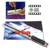 The Blade - Un Cutter transperce un billet